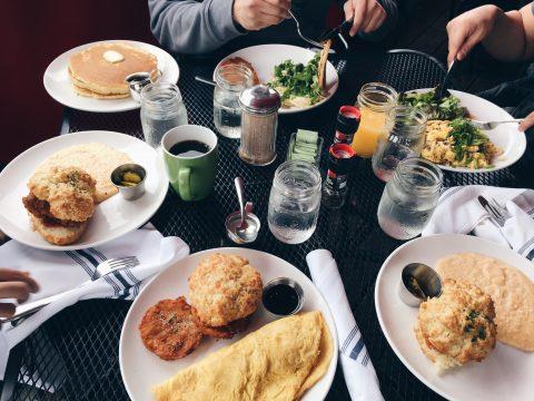 3 Ways A Church Serving Thanksgiving Dinner Fulfills Hunger